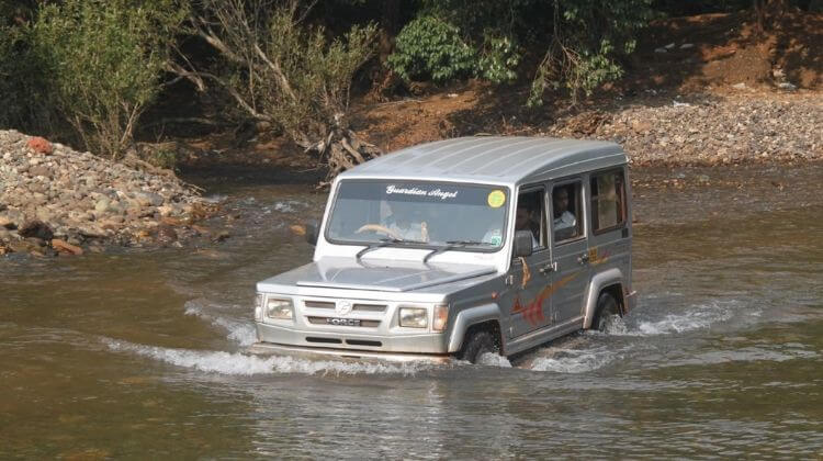 Jeep Safari Charges in Kashmir