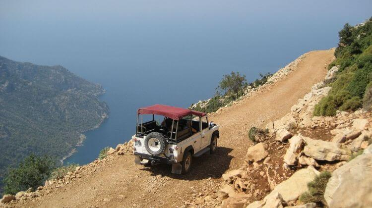 Best Time for Jeep Safari in Kashmir