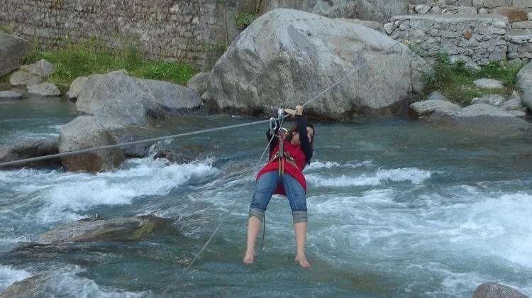 River Crossing in Manali Cost