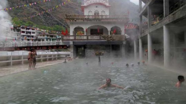 manikaran-sahib-gurudwara-is-a-famous-religious-place-in-manali